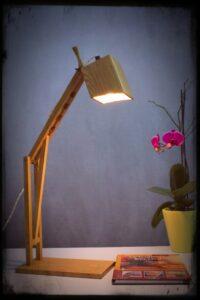 lampada da scrivania in legno